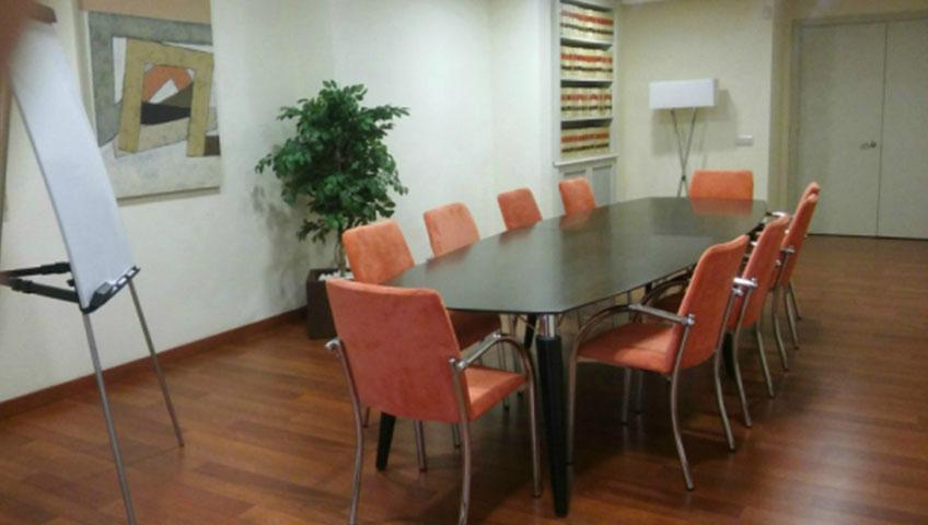 sala de reuniones de garzón brunner abogados